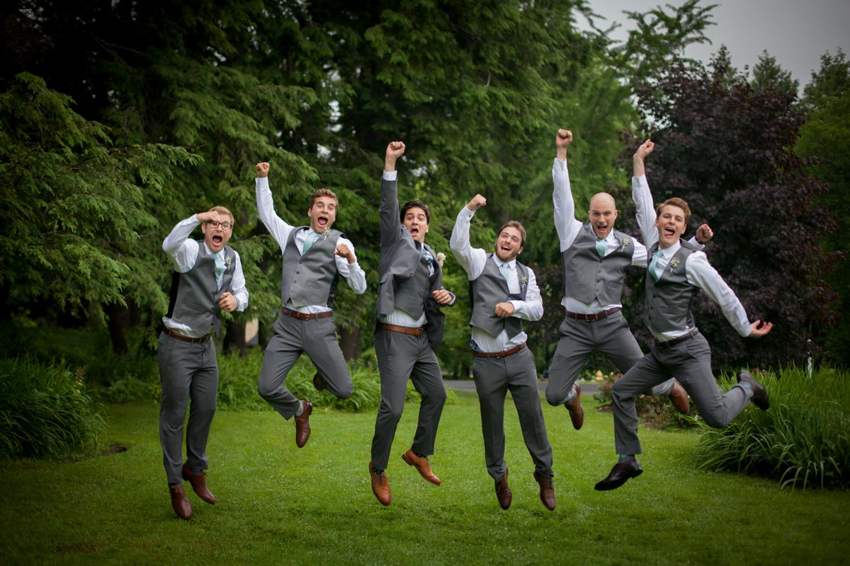 wedding-party-jumping-cheering
