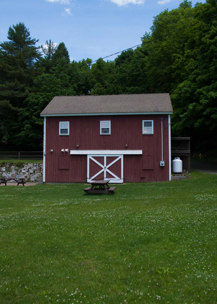 red-barn-back-entrance-with-picnic-area