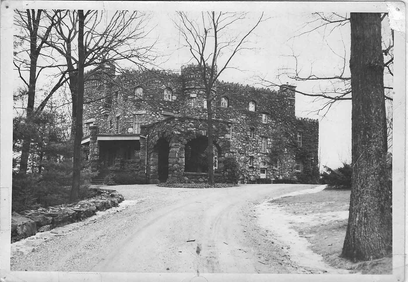 hearthstone-from-driveway-beautiful-stone-castle