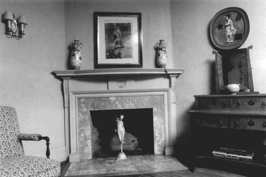 castle-foyer-fireplace-with-marble
