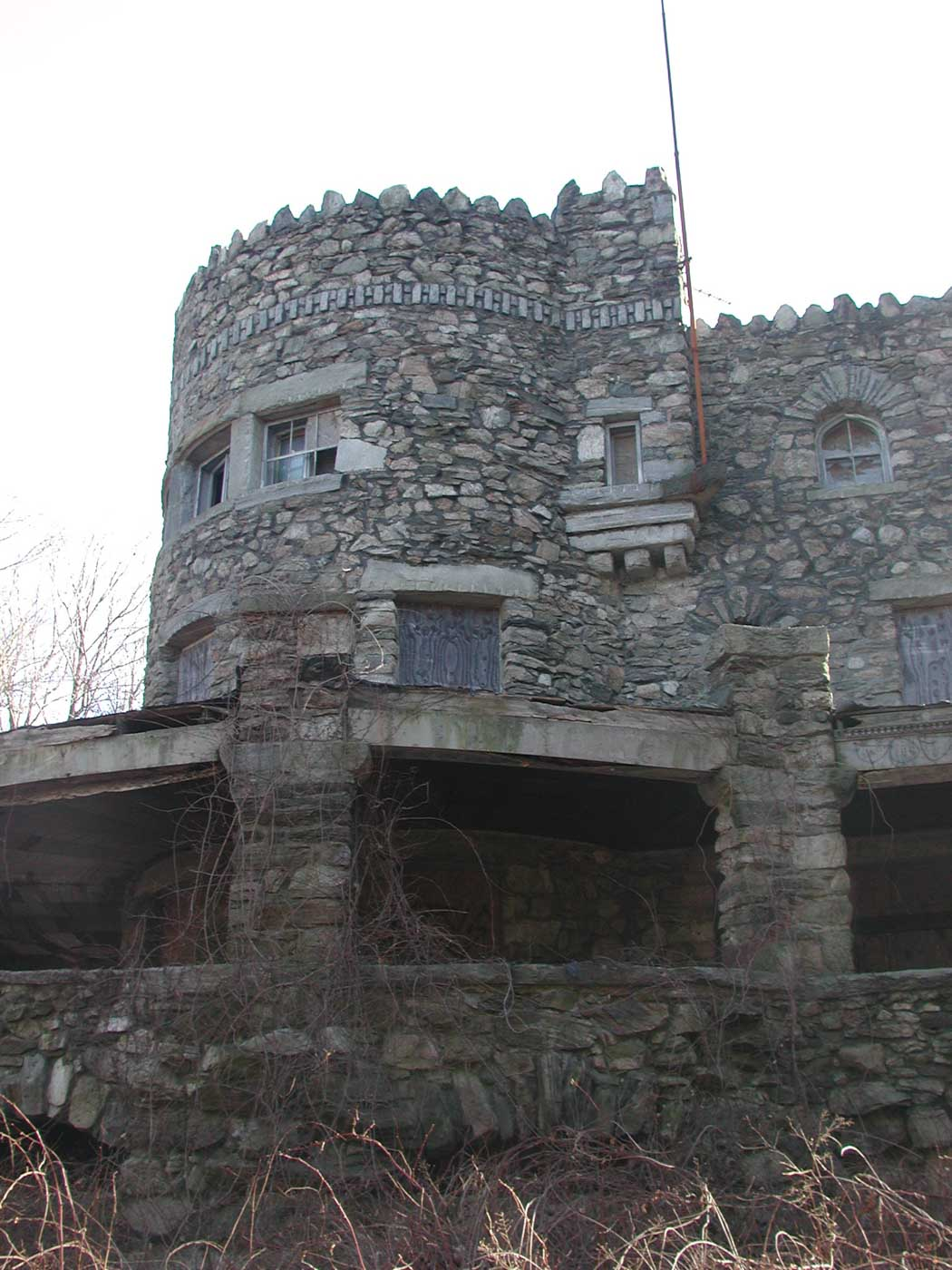 hearthstone-castle-porch-western-tower-boarded-up