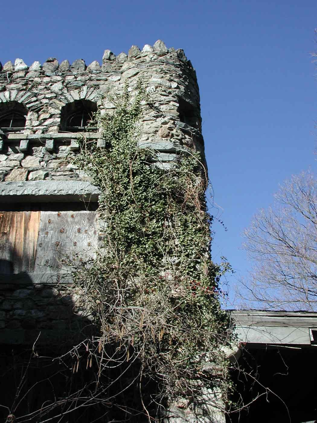 hearthstone-castle-corner-spire-in-ruins
