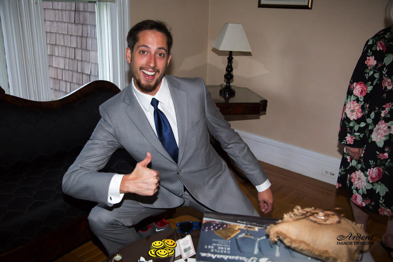 groomsman giving thumbs up on grooms room