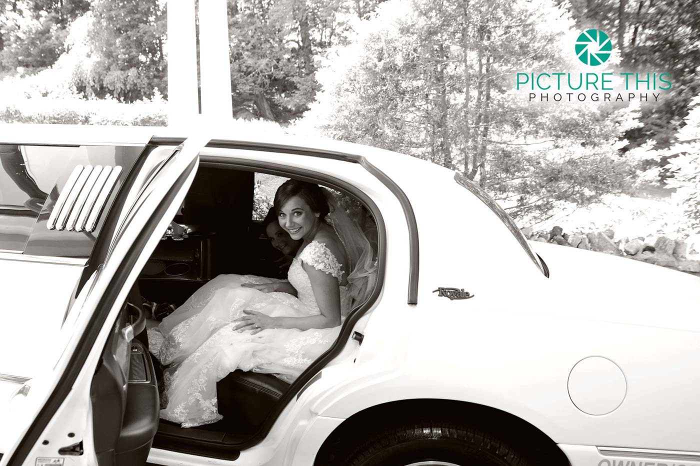 alumni-bride-in-limousine-goint-to-wedding-ceremony