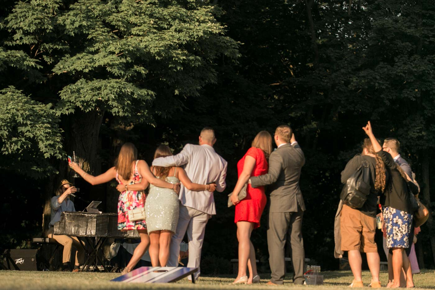 summer-wedding-guests-having-cocktails-on-lawn