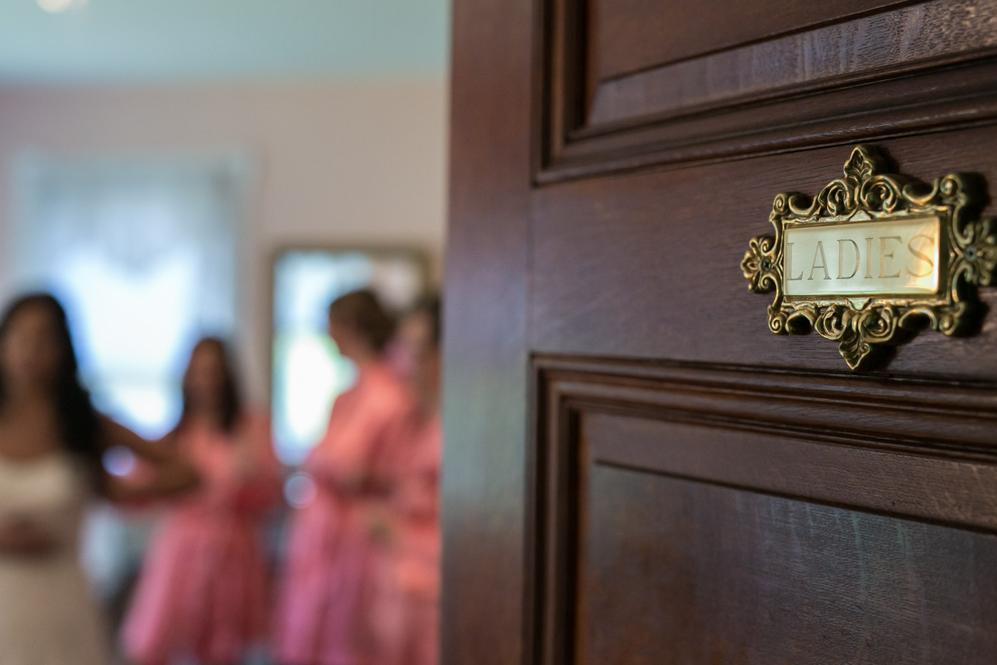 bride-room-door-ladies-with-summer-bride-getting-ready