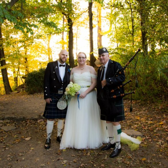 bride-groom-in-kilt-with-bagpiper