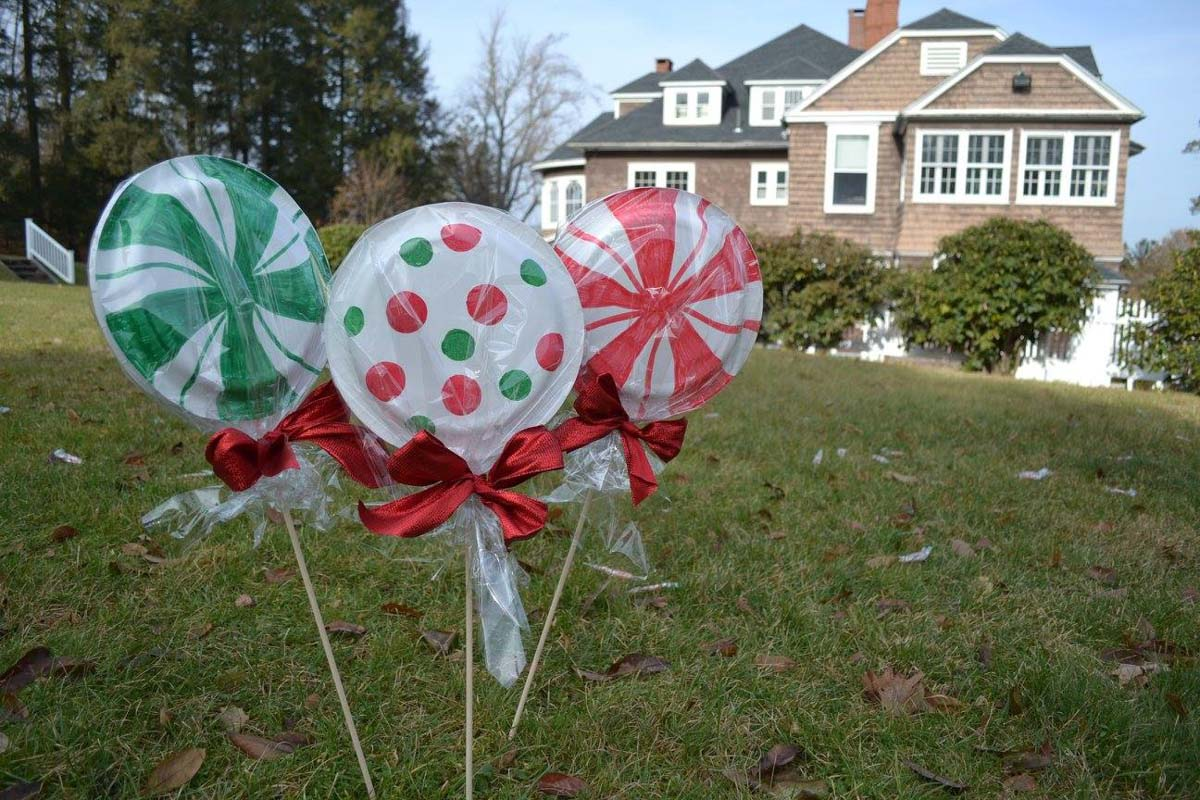 lollipop-signs-on-lawn-for-fundraiser