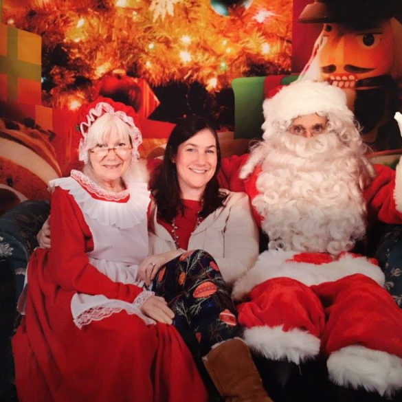 santa-mrs-claus-with-meghan-posing-for-picture