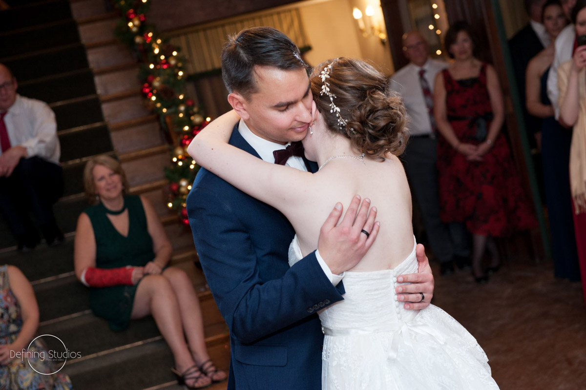 christmas-wedding-first-dance-in-decorated-foyer