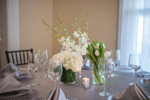 Spring white with the elegance of silver linens