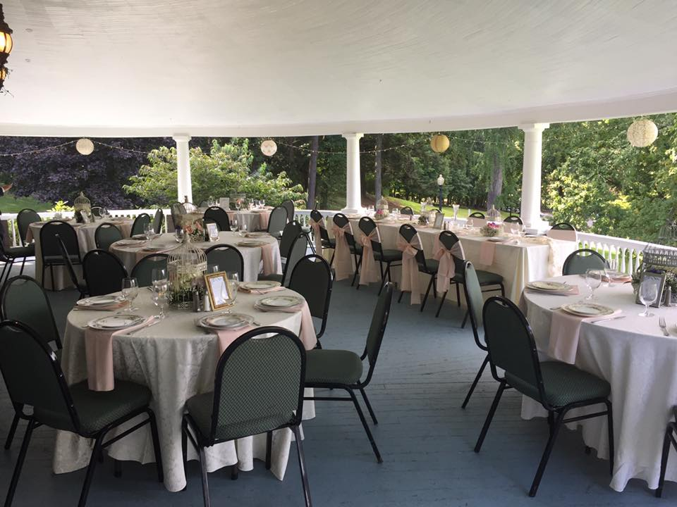 head table and guest seating on veranda