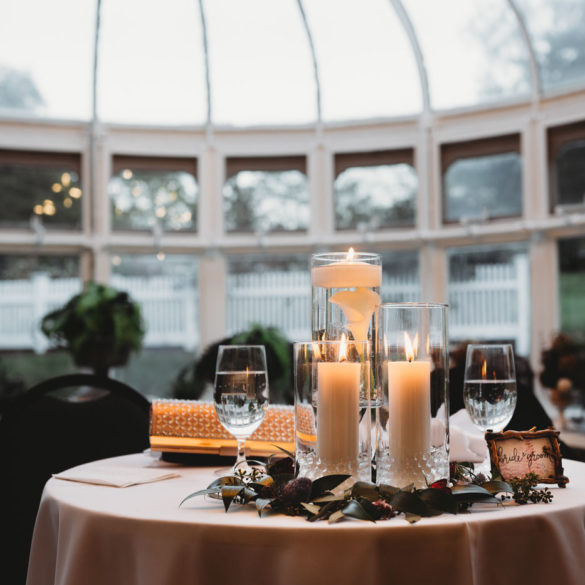 wedding-details-floating-candles-on-sweetheart-table-in-conservatory