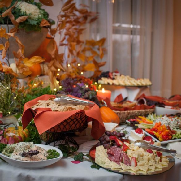 harvest-dinner-bounty-table-with-fall-colors