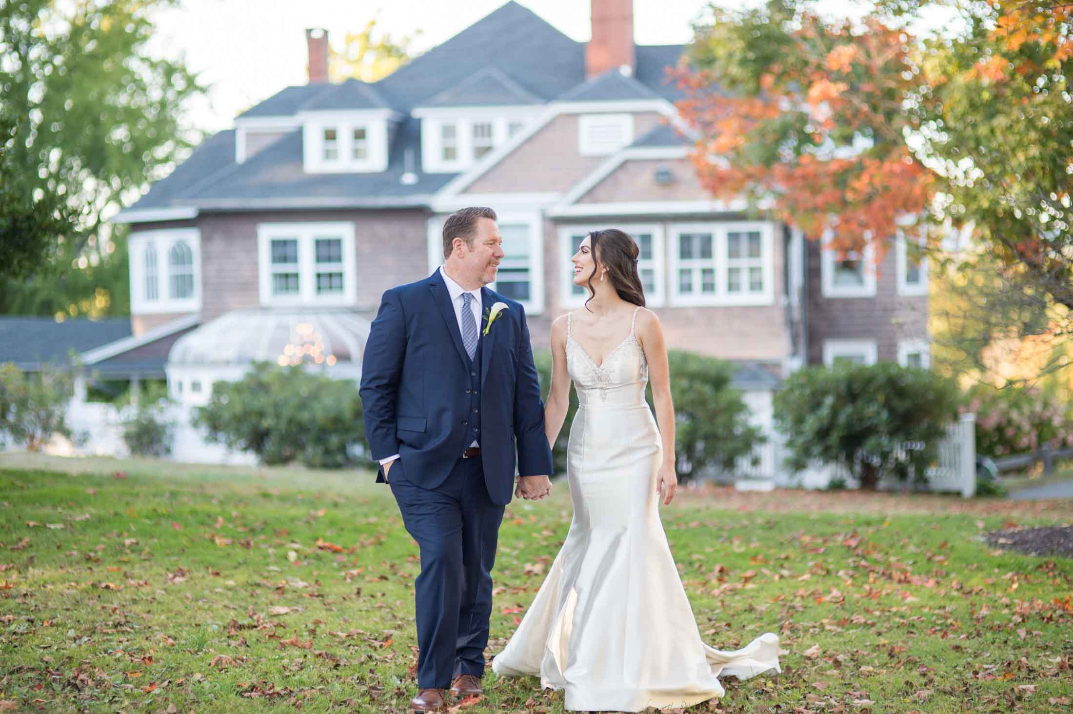 bride-groom-walking-across-lawn-at-vineyard-style-wedding