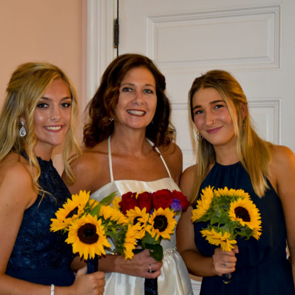 bride-bridesmaids-holding-sunflower-bouquets