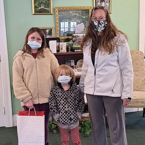 mom and grandchildren holding winning prize