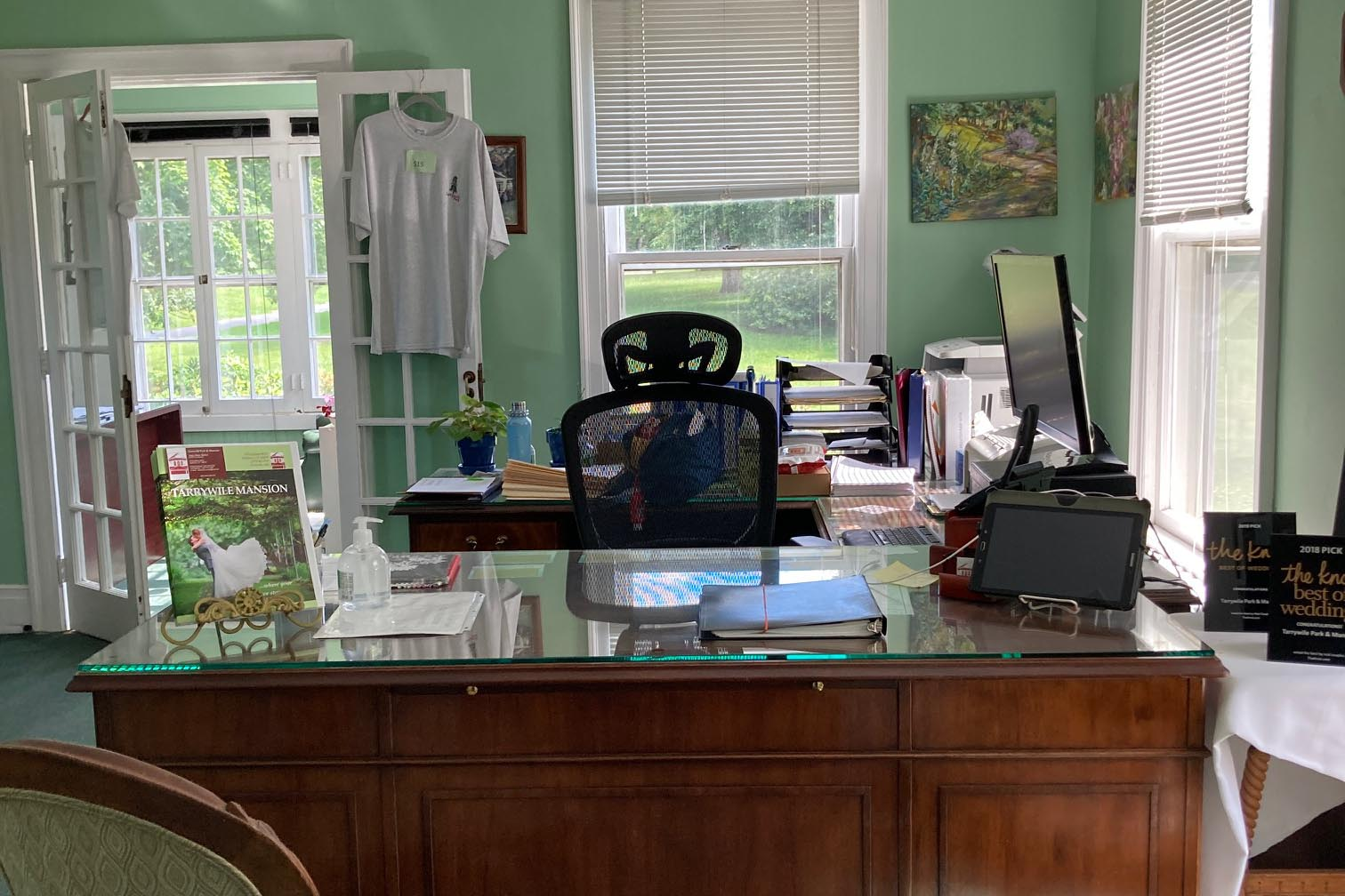 office desk chair windows